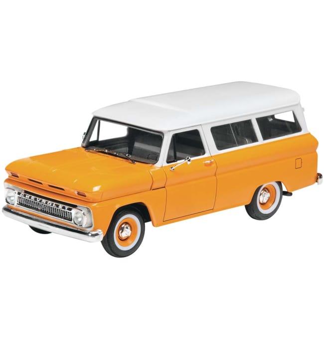 Revell '66 Chevy Suburban pienoismalli