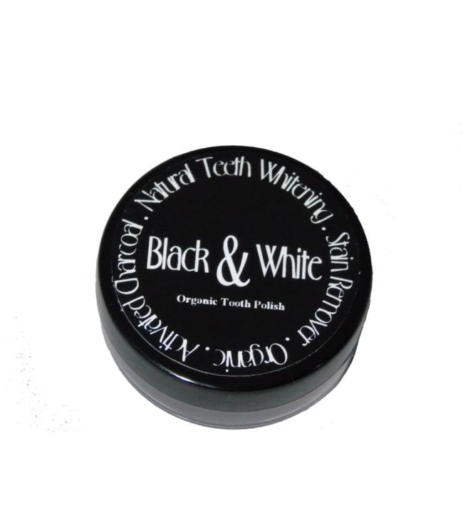Black & White luonnollinen hampaidenvalkaisija